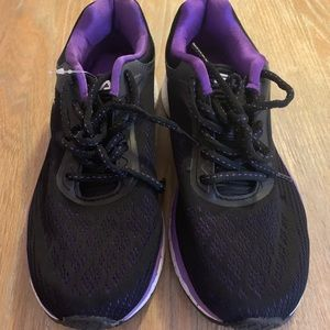 Attractive Size 7.5 Fula Sneakers in EUC